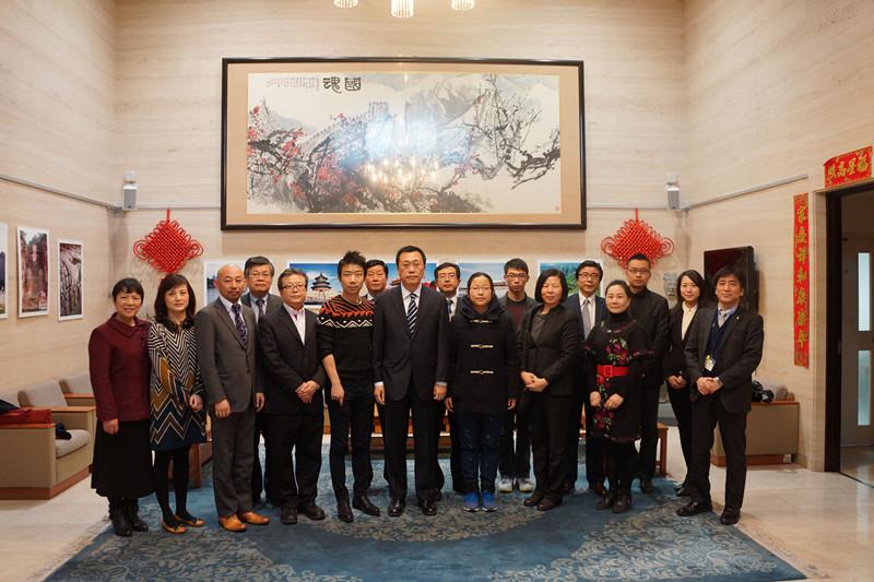 驻长崎总领事邓伟会见长崎中国同学会代表团