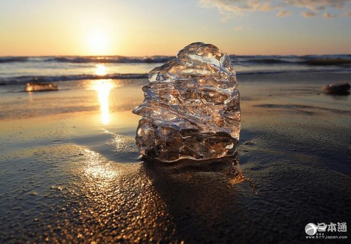 北海道丰顷町海岸出现大量宝石冰