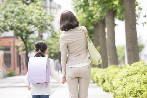 日本母子单亲家庭平均年收入为348万日元