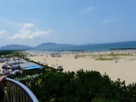芦屋海水浴场开放,游客下海寻清凉