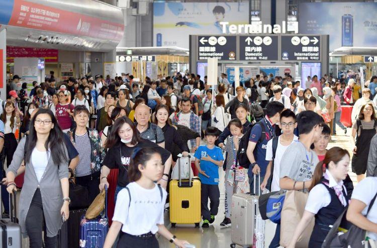 G20首日,大阪铁道公司增员又增车