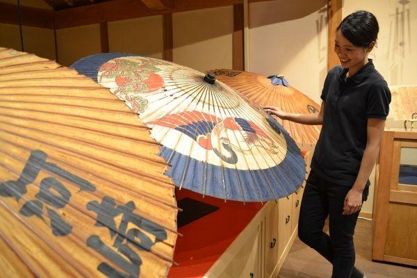 """日本社会面临着怎样的""""和伞危机""""?"""