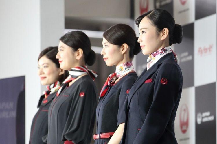 日本航空时隔七年推出新款制服,让我们来一探究竟!