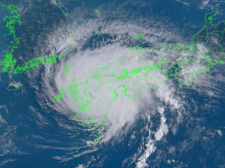 """第8号台风""""范斯高""""在日本宫崎市登陆"""