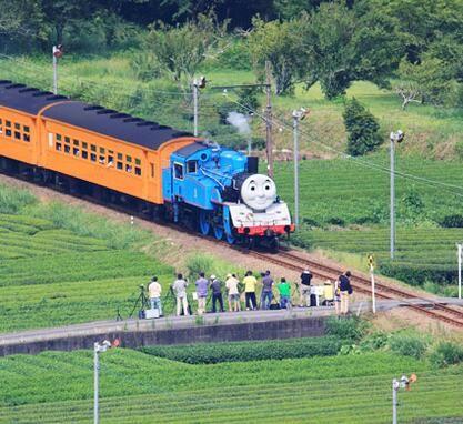 日本蒸汽机车返场!复古又新颖,仿佛置身于画本的世界