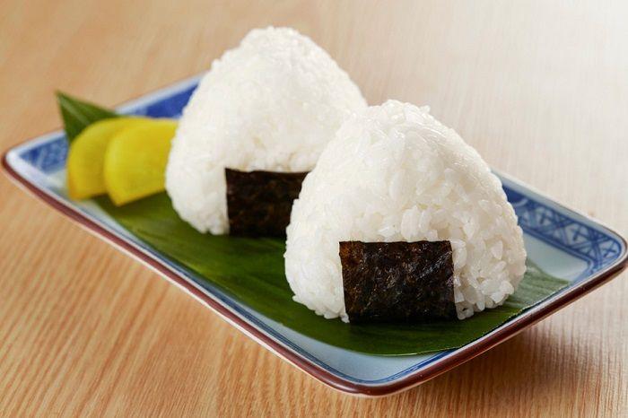 为恢复销售业绩,日本MINISTOP便利店推出百元饭团
