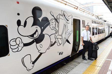 """JR九州长崎线的""""米奇列车""""开始运行"""