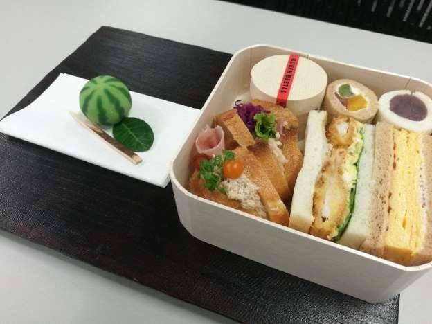 """为进一步推进""""脱塑化"""",日本餐饮店开始采用可降解吸管和木制容器"""