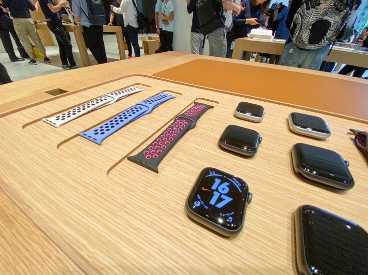 """苹果丸之内店""""iPhone 11发售"""",门店前排起长龙"""