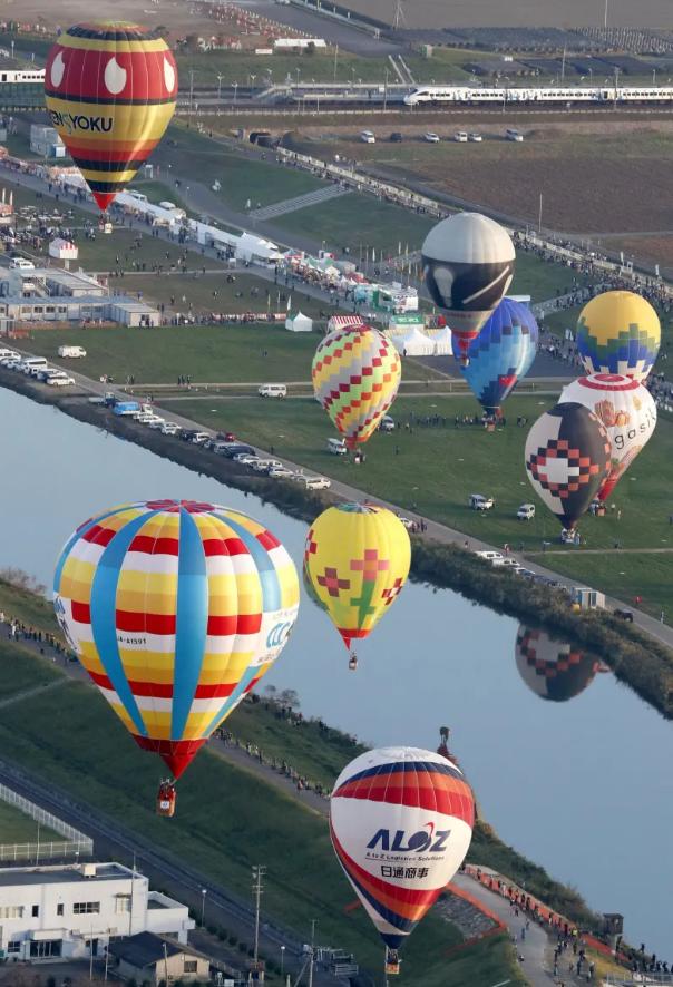 国际热气球节在佐贺市开幕