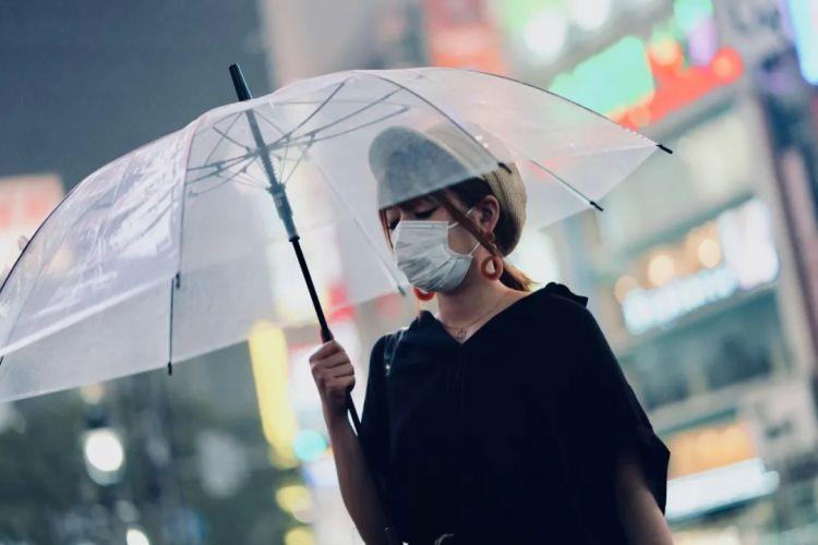 为什么日本女孩都爱用透明雨伞?